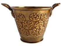 Vieux pot de fleurs ornemental de cuivre images stock