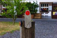 Vieux poteaux de signalisation photos stock