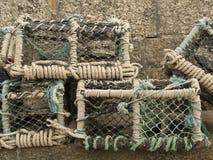 Vieux pots de homard/cages de crabe images stock