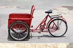 Vieux pousse-pousse de cycle en Thaïlande Photographie stock libre de droits