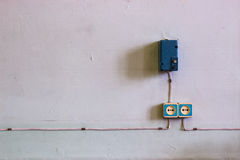 Vieux prise électrique et fil Photos libres de droits