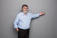 Vieux professeur avec les cheveux gris Image stock