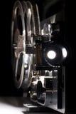 Vieux projecteur à la maison de cinéma Photos stock
