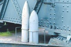 Vieux projectiles d'artillerie images stock