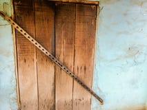 Vieux protecteur croisé modèle de porte de cambriolage de fer images libres de droits