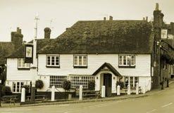 Vieux pub anglais noir et blanc de pays de Kent Photo stock