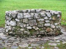 Vieux puits photographie stock