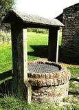 Vieux puits d'eau image stock