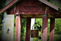 Vieux puits d'eau photo stock