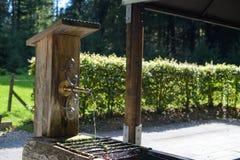 Vieux puits d'eau de bois image libre de droits