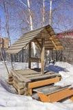 Vieux puits d'eau en bois image libre de droits
