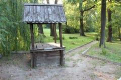 Vieux puits en bois Image libre de droits