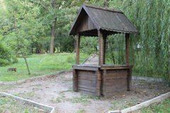 Vieux puits en bois Photo stock