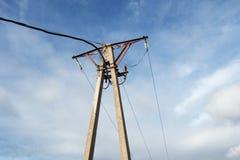 Vieux pylône électrique fait en béton et steeel l'électricité image stock