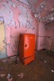Vieux réfrigérateur images libres de droits