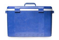Vieux réfrigérateur bleu tenu dans la main d'isolement au-dessus du fond blanc refroidisseur Image libre de droits