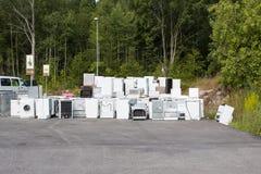 Vieux réfrigérateurs d'ordure Image stock