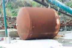 Vieux réservoir abandonné Photos stock
