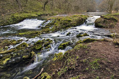 Vieux réservoir d'eau, barrage, usage et Leat de moulin à eau Image libre de droits