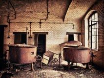 Vieux réservoir d'eau rouillé Photo stock