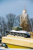 Vieux réservoir soviétique comme le monument dans Gomel, Belarus Photographie stock
