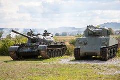 Vieux réservoirs abandonnés, après guerre en Croatie Photos stock