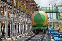 Vieux réservoirs de carburant ferroviaires sur la station Photographie stock libre de droits