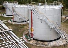 Vieux réservoirs de stockage d'huile Photo libre de droits