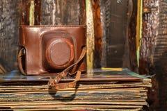 Vieux rétro appareil-photo de photo Photographie stock libre de droits