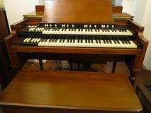 Vieux rétro organe antique de brun de maison de cru photos libres de droits