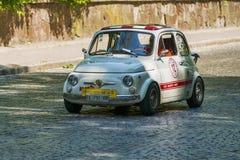 Vieux rétros participation de prise de VOLVO AMAZONE 121 de voiture à la course Lion Image stock