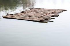 Vieux radeau en bambou photo libre de droits