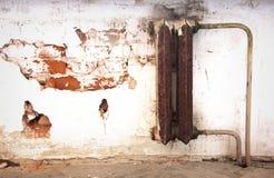 Vieux radiateur de la chaleur Images stock
