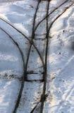 Vieux rails à l'hiver Commutateurs de voies de chemin de fer dans la neige photo libre de droits