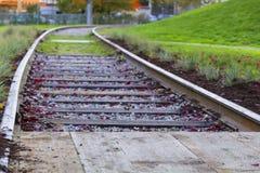 Vieux rails dans la cour Images stock