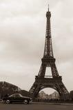 Vieux-regard de l'excursion Eiffel Image stock
