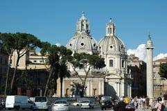Vieux Rome, Italie Par l'intermédiaire de la vue de rue de del Corso, photo verticale prise du toit, regardant sur Piazza del Pop photographie stock libre de droits