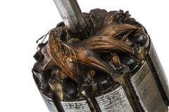 Vieux rotor endommagé de moteur électrique, plan rapproché, d'isolement sur le blanc Photographie stock