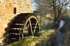 Vieux roue et flot de moulin au moulin de Preston Images libres de droits