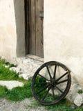 Vieux roulez dedans la forteresse medival de Rasnov image libre de droits