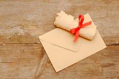 Vieux roulis de papier d'enveloppe image libre de droits