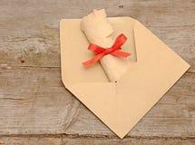 Vieux roulis de papier d'enveloppe photos libres de droits