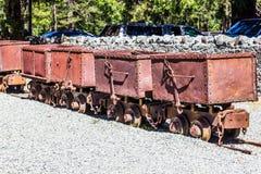 Vieux Rusty Ore Carts Once Used en fonctionnement les exploitations minières Image libre de droits