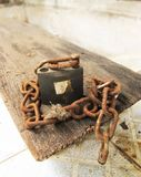 Vieux Rusty Padlock et vieux Rusty Chain photo stock
