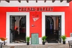 Vieux San Juan historique - le bar de singe rouge Photos stock