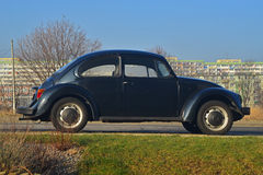 Vieux scarabée de VW garé Images libres de droits