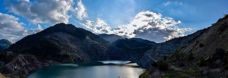Vieux secteur de lac de mine des jours d'été image libre de droits