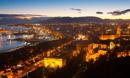 Vieux secteurs à Malaga avec la cathédrale dans l'aube Photos stock