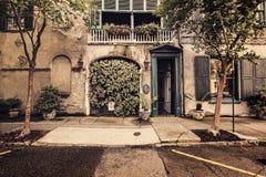 Vieux sentier pi?ton dans le secteur historique de Charleston image stock