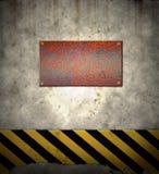 vieux signal d'avertissement de mur de risque Images libres de droits